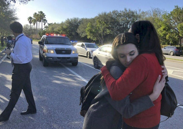 特朗普将抵佛罗里达州慰问校园枪击案受害者