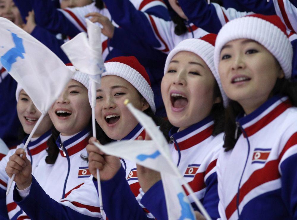 朝鮮拉拉隊吸引冬奧觀眾眼球