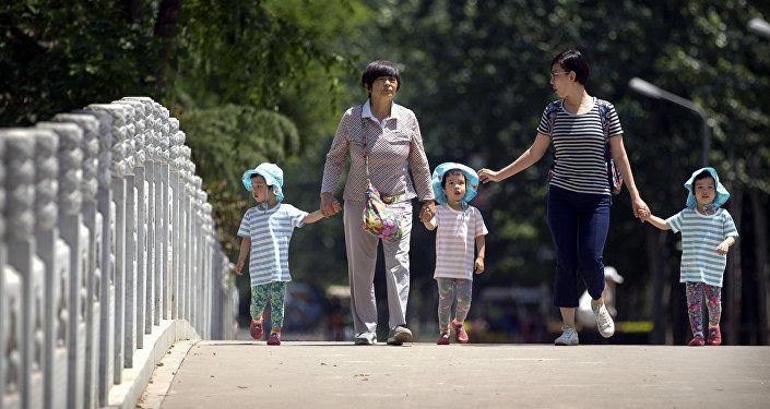中國十三屆全國人大一次會議或討論全面放開三孩政策