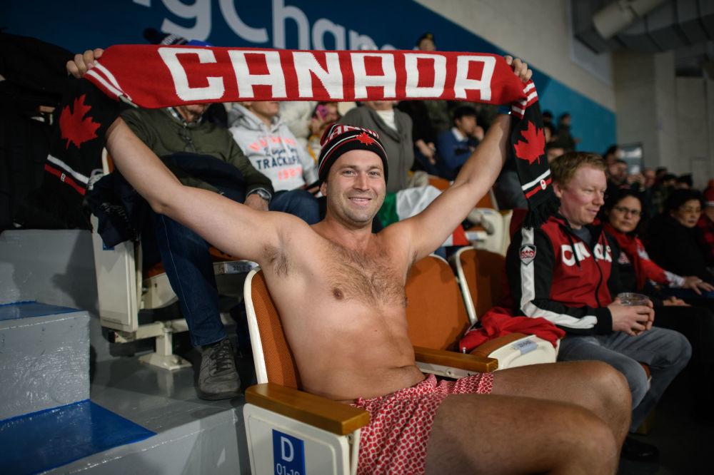 冰壶比赛上的加拿大观众