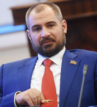俄羅斯共產黨人黨候選人馬克西姆·蘇萊金