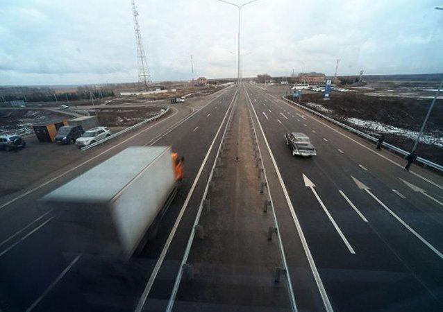 俄中国际道路运输试运行车队开始俄境内行程