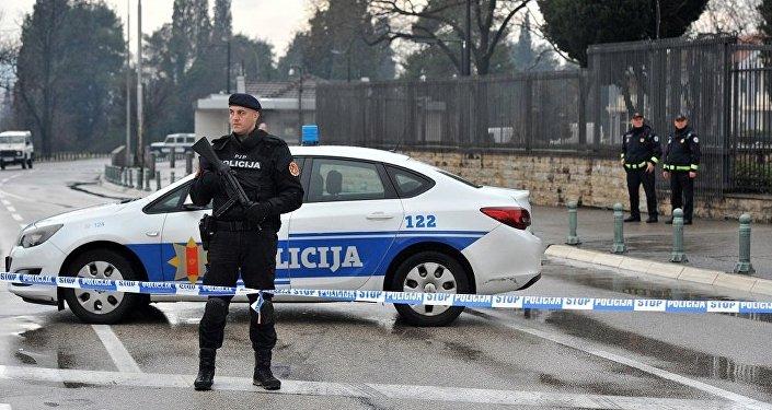 前南斯拉夫军人向美国驻黑山使馆投掷手雷