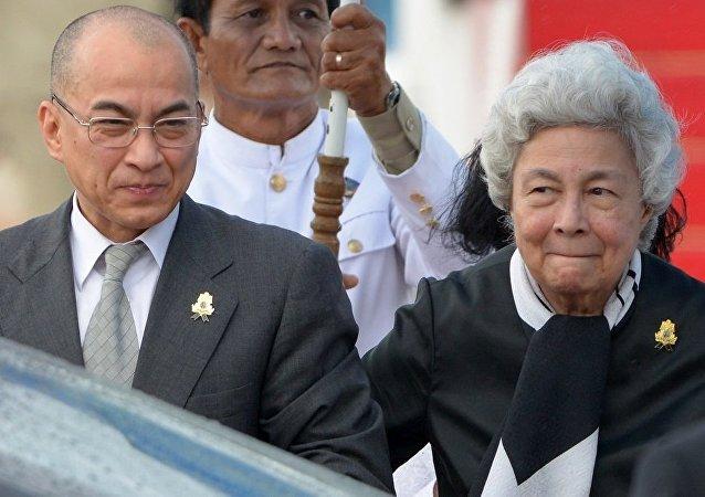 柬埔寨国王诺罗敦·西哈莫尼与他的母亲