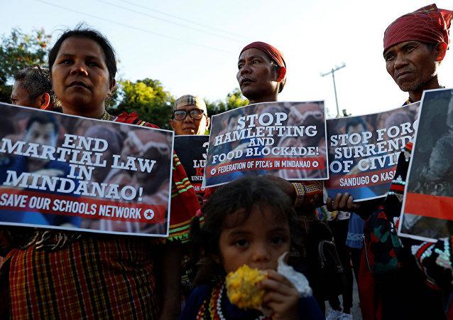 2千多人游行抗议菲律宾杜特尔特政府