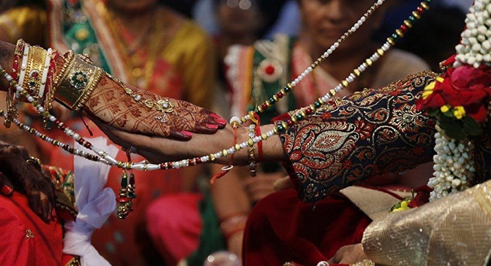 印度家庭为儿子举办没有新娘的婚礼