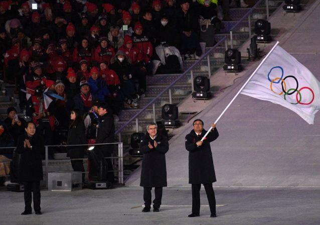 奧運旗幟在平昌奧運會閉幕式上被交給北京代表團