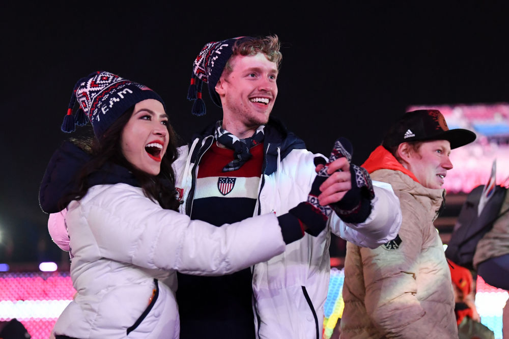 美国运动员在冬奥会闭幕式上
