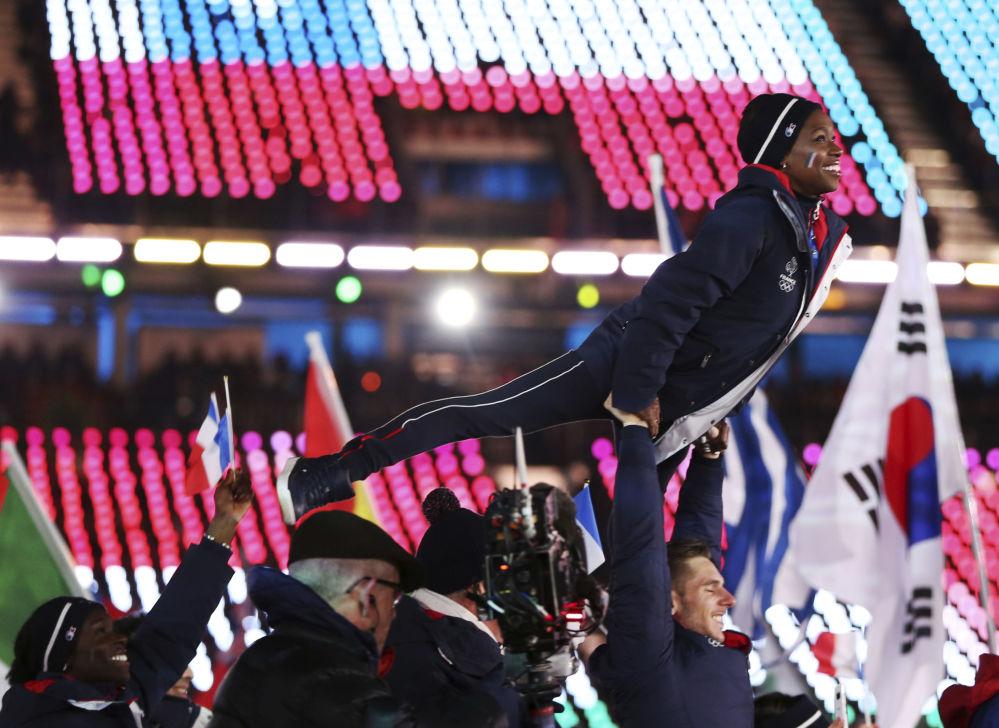 法国运动员在冬奥会闭幕式上