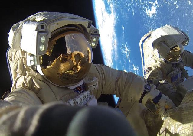 俄罗斯宇航员将获得用于模拟失重状态下做划桨动作的练习器