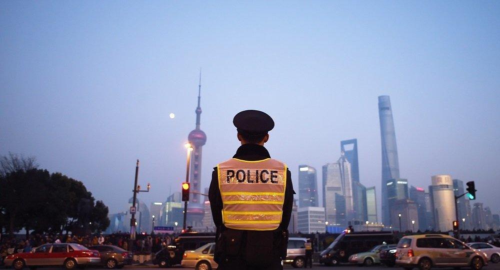 华媒:上海一男子小区内持刀伤人致2死5伤 嫌犯受伤身亡