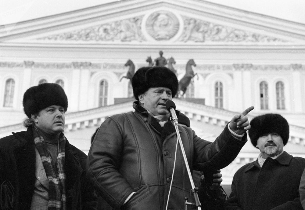 他的从政之路始于俄罗斯历史转折时期,也就是上世纪90年代初。