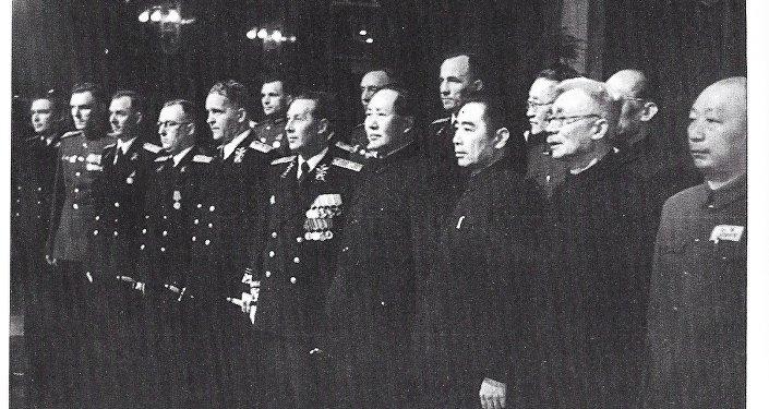 苏联大使罗申递交国书后照片留念,1949年10月16日