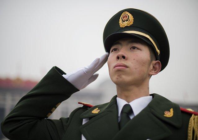 人大新闻发言人:中国适度加大国防投入主要为更新武装装备和改善军人生活待遇等