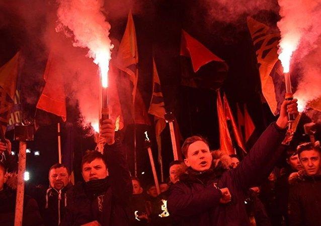 乌克兰激进分子在利沃夫举行火炬游行 高喊反波兰口号
