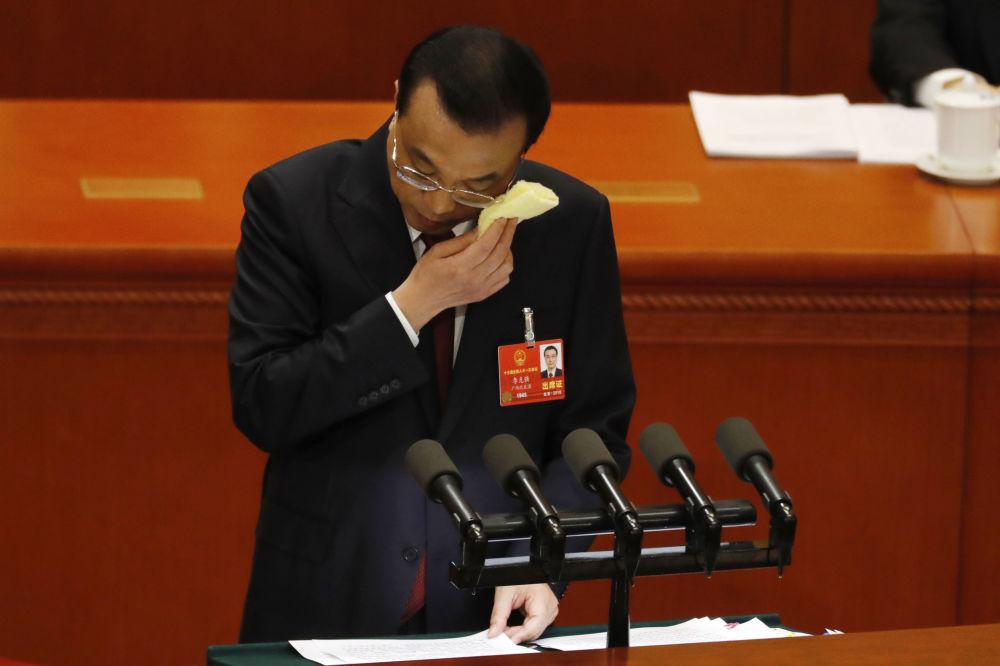 中国国务院总理李克强在十三届全国人大一次会议上发言