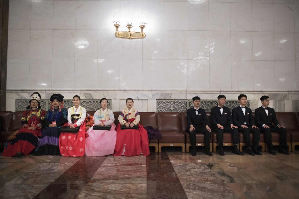 十三届全国人大一次会议开幕前的翻译和警卫