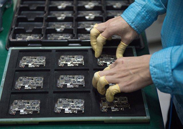 从微观的芯片到宏观的贸易战:美国又对一家中国高科技公司下禁令