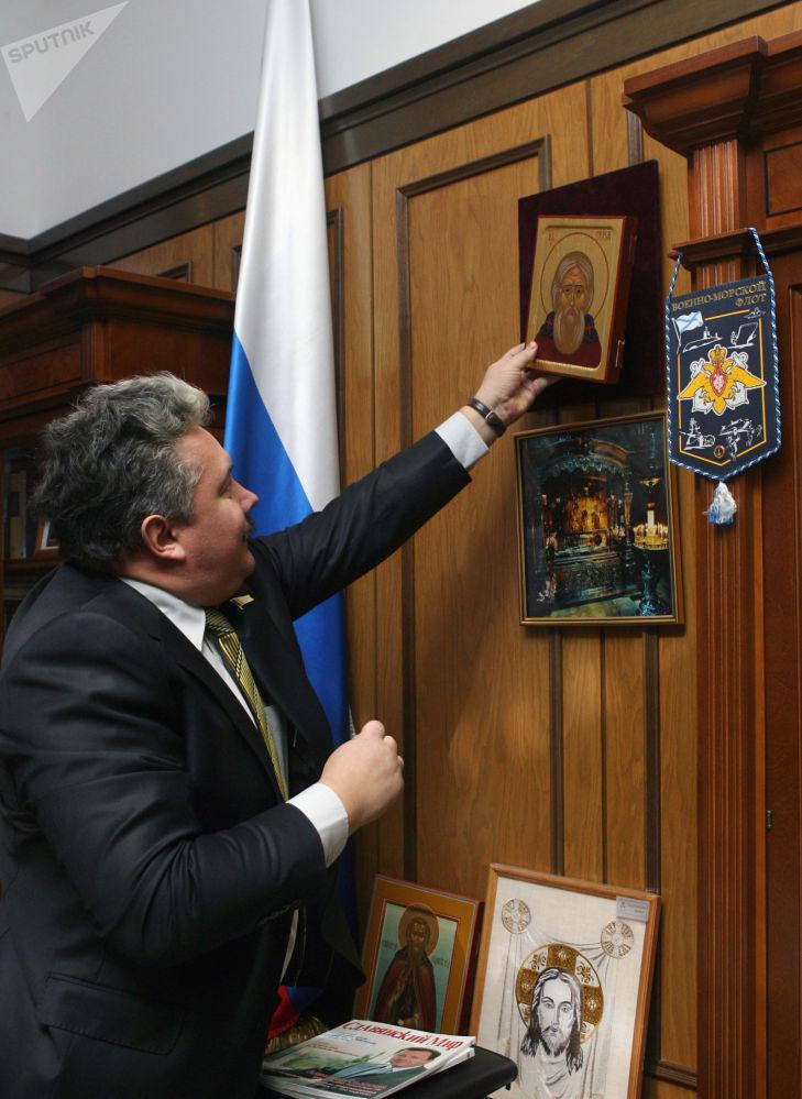 在对外政策领域,总统候选人巴布林建议集中精力巩固俄罗斯在欧亚大陆的地缘政治地位。