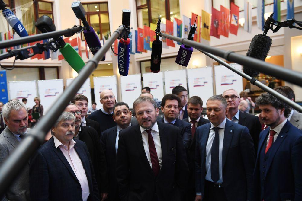 自2000年开始,季托夫积极从事社会活动,进入俄罗斯工业家和企业家联盟领导层。
