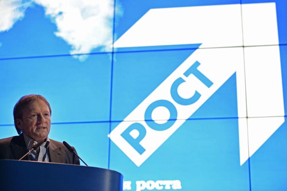 季托夫竞选纲领的首要问题是商业和经济发展问题,其中包括必须出台建立在放弃原料部门优先和鼓励私有领域倡议基础上的新型进步经济政策的条款。