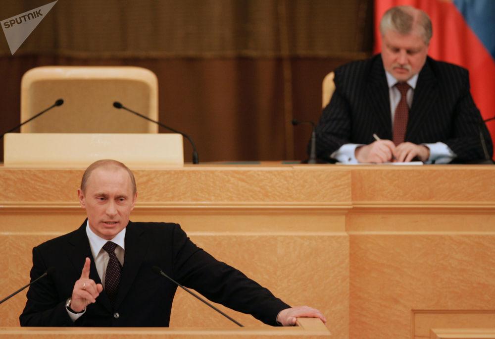 在2000年新年前,俄羅斯總統鮑里斯·葉利欽在2000年新年到來前建議弗拉基米爾·普京出任代總統職務。