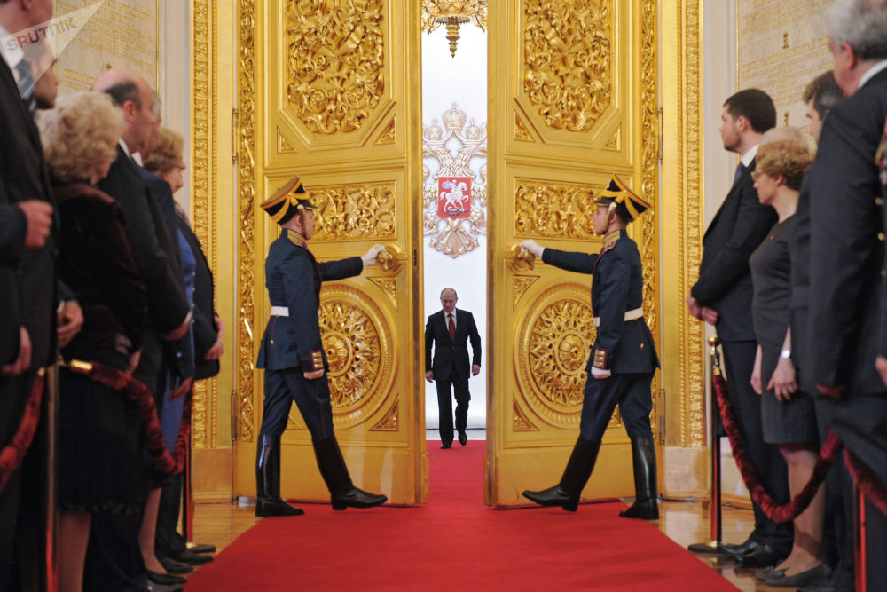 他表示,一個主人的世界在現代條件下是不可能的,這種模式對所有國家來說都是有害的,與那些自己不知為何不想學習的人企圖教給俄羅斯的民主沒有任何共同點。