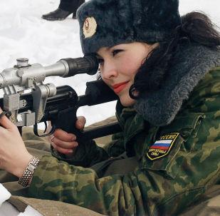 俄羅斯全軍「肩章美女」選美大賽決賽佳麗