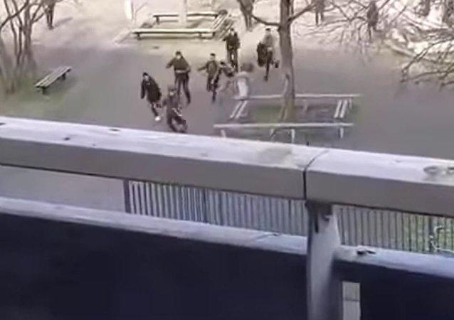 荷兰学生击退持刀男子