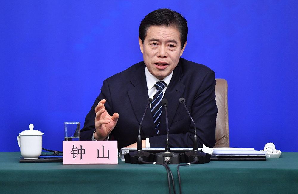 中美貿易戰或引發全球性金融災難,中國商務部部長鍾山表示。他說,中國不會主動發起貿易戰,相反,我們同華盛頓還會繼續談。然而如果貿易戰不可避免,我們能夠應對任何挑戰,堅決捍衛國家和人民利益,中國商務部部長強調。
