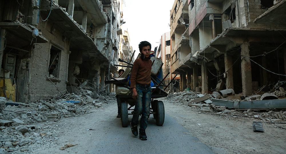 俄羅斯駐敘利亞衝突各方調解中心發佈消息稱,已與武裝分子就2個由100名平民組成的小組撤出東古塔問題達成共識