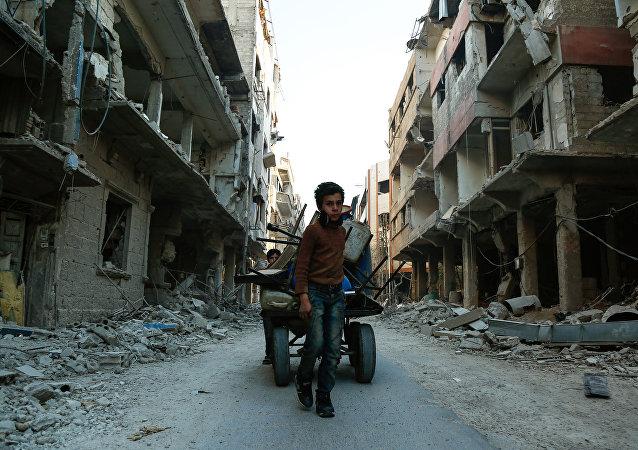俄罗斯驻叙利亚冲突各方调解中心发布消息称,已与武装分子就2个由100名平民组成的小组撤出东古塔问题达成共识