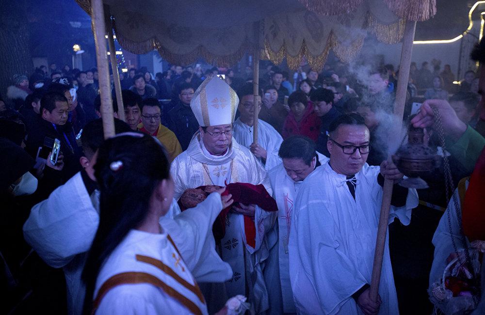 梵蒂冈是欧洲唯一与台湾建交的国家,这也让北京感到不悦。因为1951年被驱逐出境的黎培里去了台湾,并在那里建了罗马教廷使团大楼。但是现在的罗马教皇方济各坚持靠近中国大陆。
