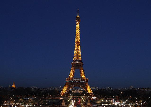 法国埃菲尔铁塔因员工罢工暂停对外开放