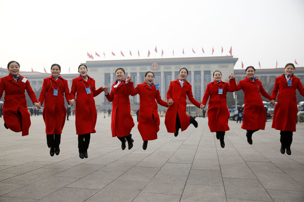第十三屆全國人民代表大會開幕式上的姑娘們。