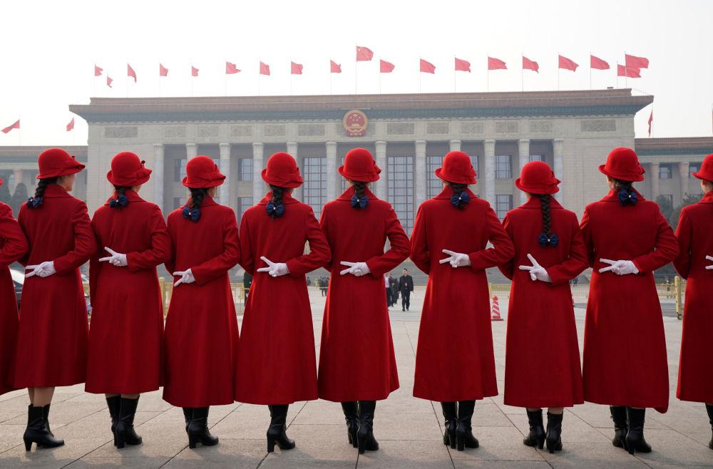 第十三届全国人民代表大会开幕式上的姑娘们。