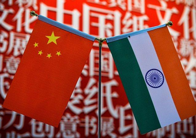 Флаги Китая и Индии