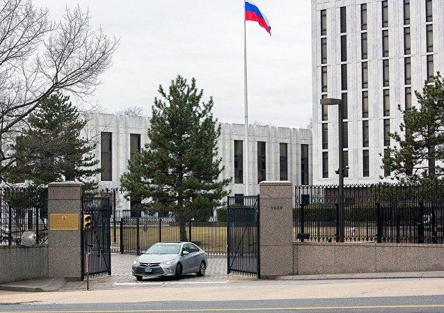 美方称在俄使馆附近盘旋直升机属执法部门