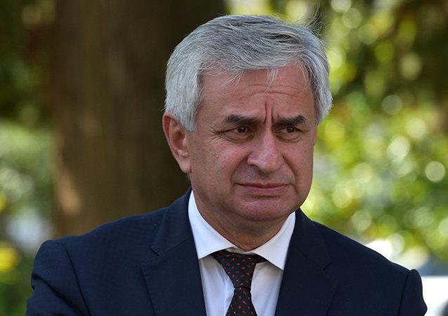 Глава Абхазии проголосовал на выборах президента России