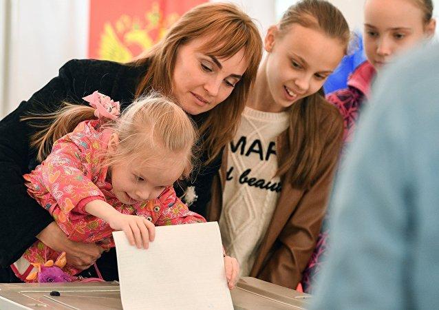 一昼夜间约有200万用户观看俄总统大选投票视频