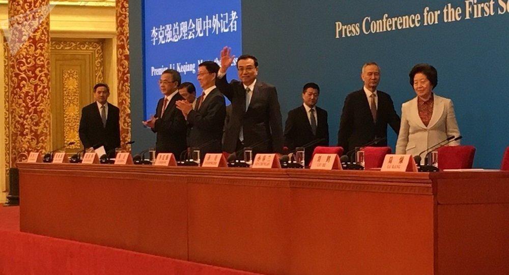 中国国务院总理李克强20日在会见中外记者
