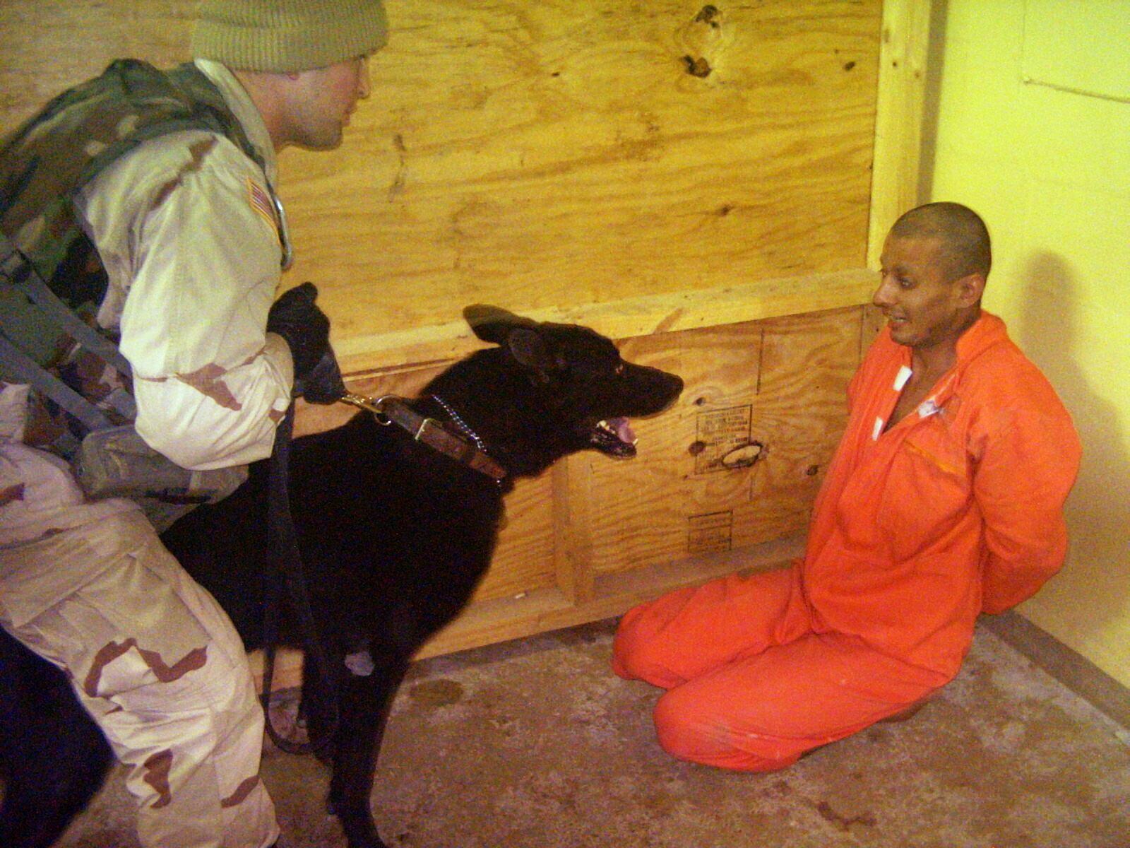 伊拉克阿布格莱布监狱前囚犯讲述悲惨经历