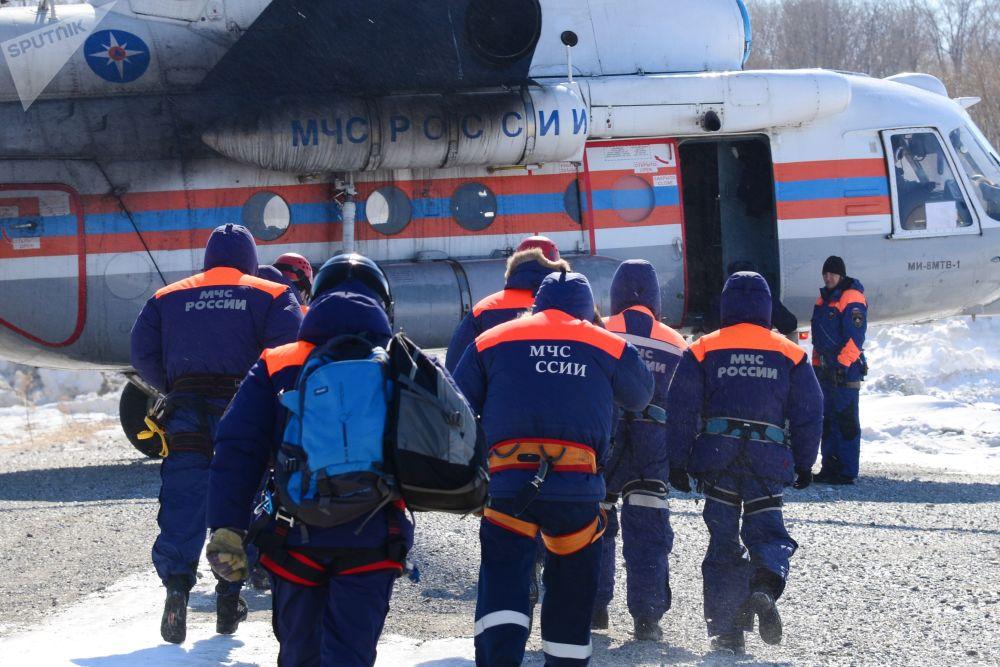 俄緊急情況部救援人員