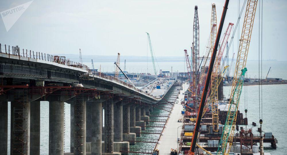 克里米亞大橋公路部分通過每輛載重35噸卡車的強度測試