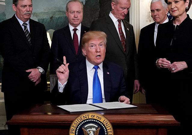 特朗普敦促中国消除贸易壁垒