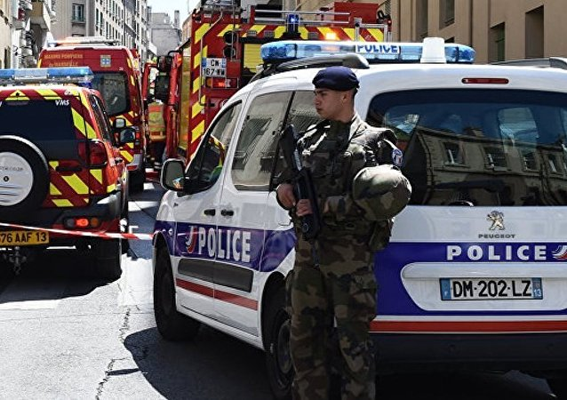 不明男子在法國卡爾卡松向特警開槍,導致1名特警受傷
