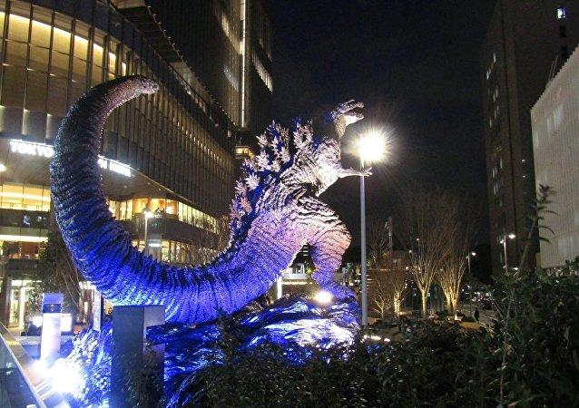 在东京市中心建起了哥斯拉雕像