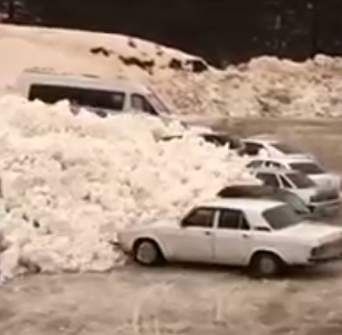在厄尔普鲁士附近的雪崩场景被拍下