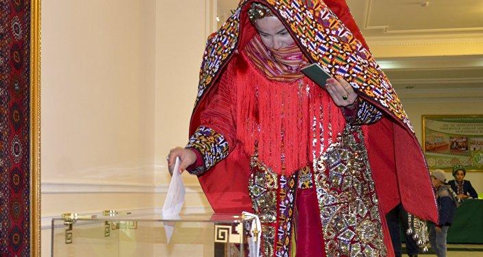 土庫曼斯坦議會選舉投票在歌舞中進行