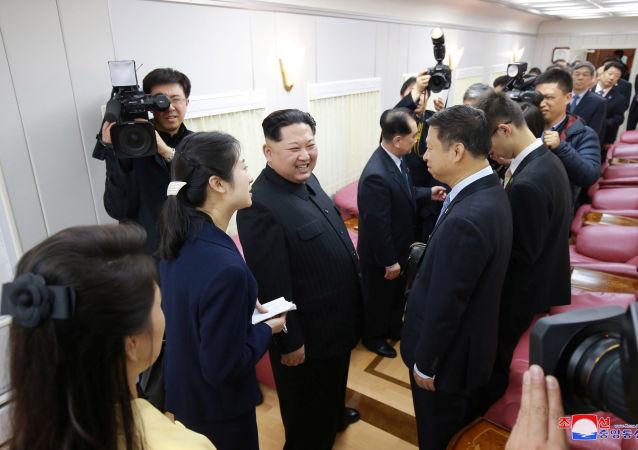 Лидер КНДР Ким Чен Ын во время визита в Китай